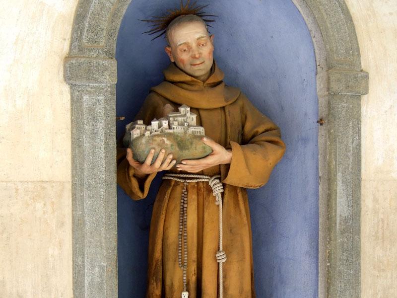 42 – L'altare di San Francesco