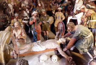 37 – Gesù inchiodato alla croce