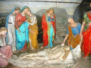 41 – Deposizione del corpo di Gesù nella Sindone