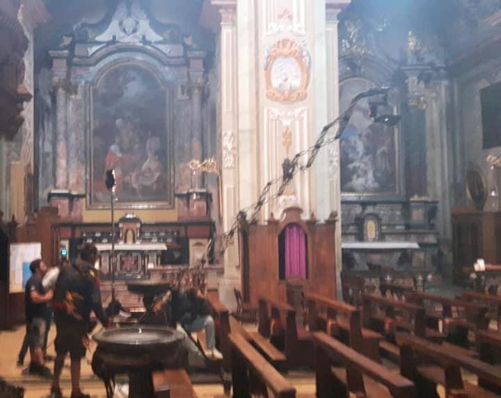 Operatori televisivi in azione in Basilica per un programma su SKY.