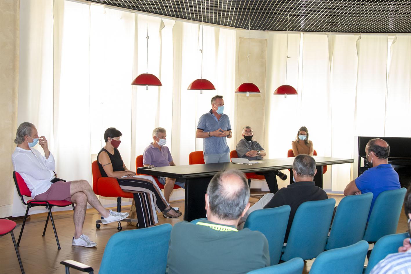 """L'Amm. Comunale Serravallese incontra le associazioni per avviare un nuovo """"Rinascimento"""""""
